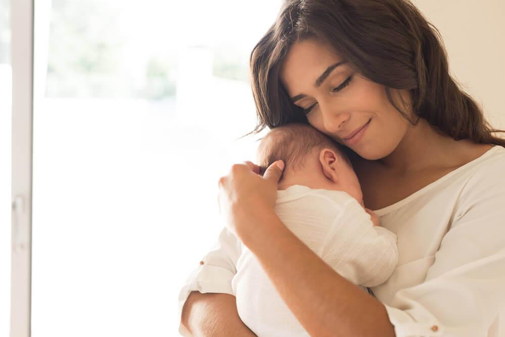 Kobieta z dzieckiem późne macierzyństwo