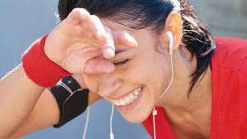 Kobieta zmęczona bieganiem