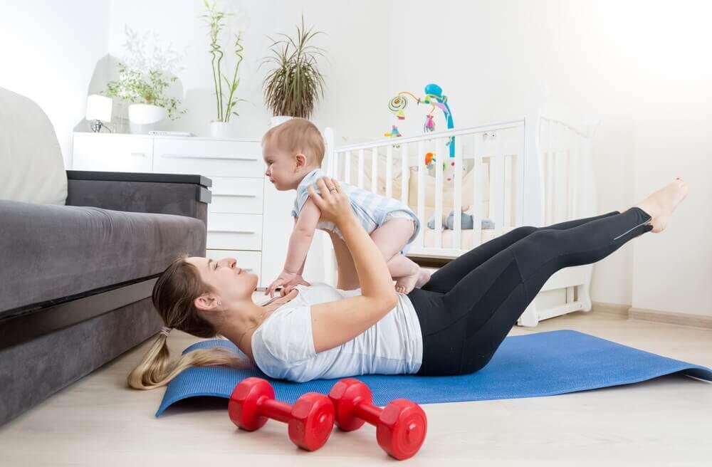 Mama z dzieckiem późne macierzyństwo