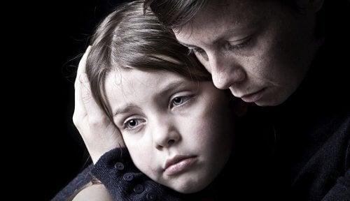 Nadopiekuńcza matka z córką