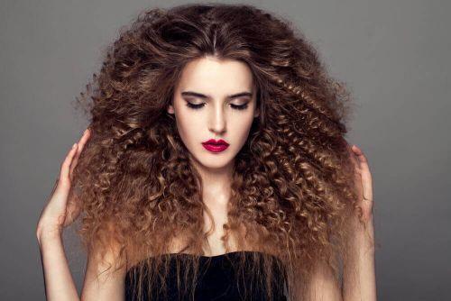 kręcone włosy afro