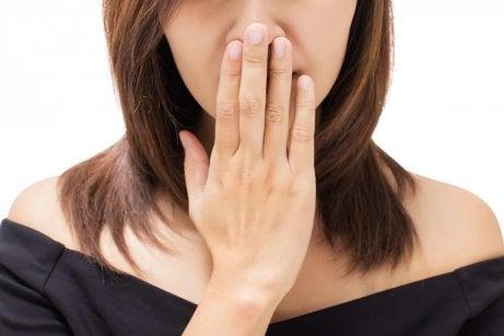Nieprzyjemny oddech a Nowotwór gardła