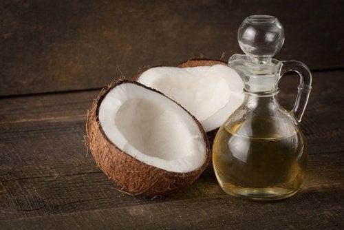 Olej kokosowy na zdrowy porost włosów