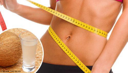 Woda kokosowa – sposób na płaski brzuch