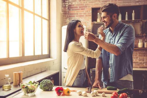 Para w kuchni, posiłek a głód