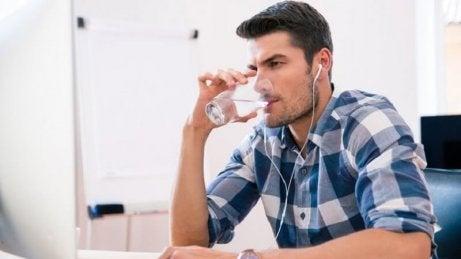 Picie wody pragnienie a cukrzyca