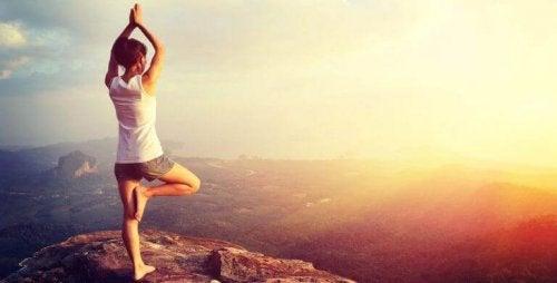 Pozycja drzewa joga