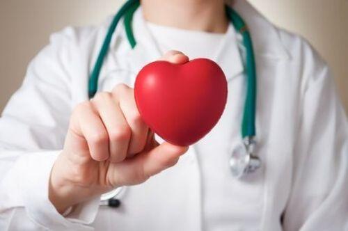 Zawał serca - objawy u kobiet i mężczyzn
