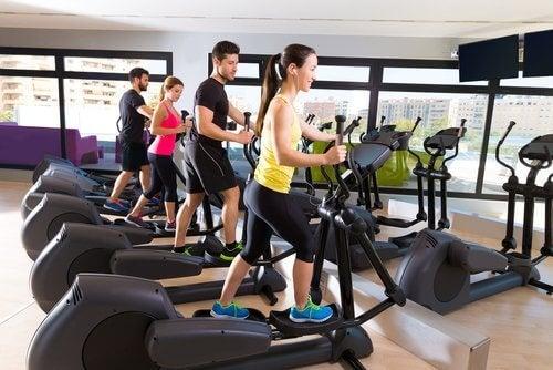 Siłownia ćwiczenie i sport na czerwone krwinki