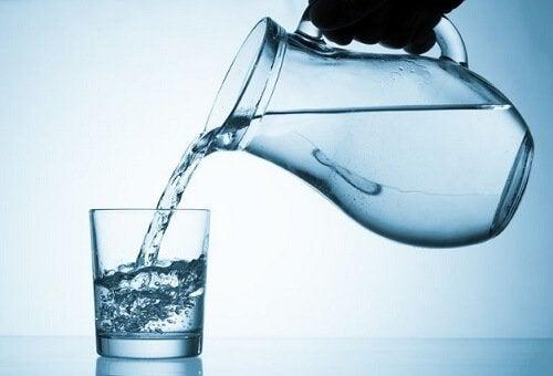 Szklanka wody a poziom cukru