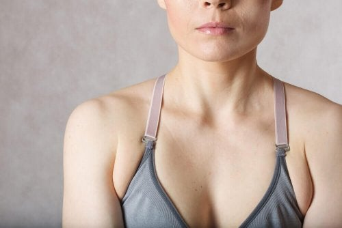 Tłuszczyk pod pachami – jak się go pozbyć?
