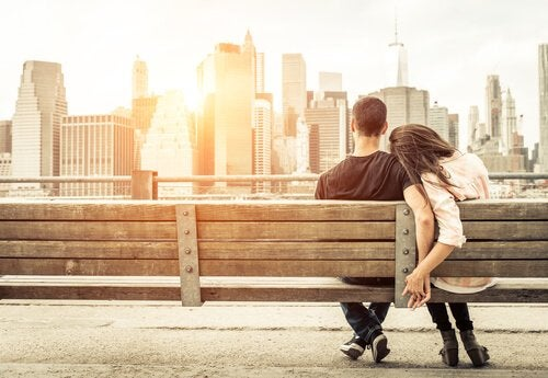 Para na ławce - walka o miłość