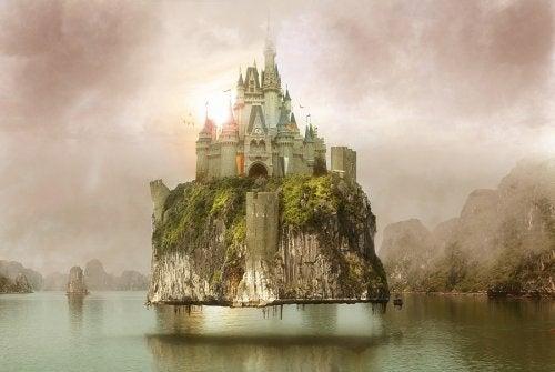 Bajkowy zamek nad jeziorem