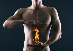 Mężczyzna obraz pieczenia w żołądku zgaga
