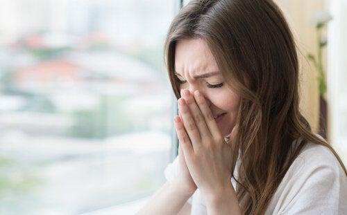 Kobieta kicha, a alergie sezonowe