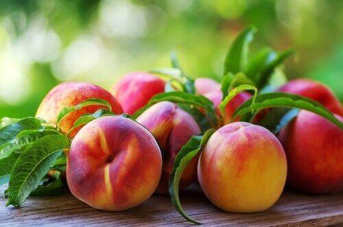 Brzoskwinie owoce na zapalenie śluzówki żołądka