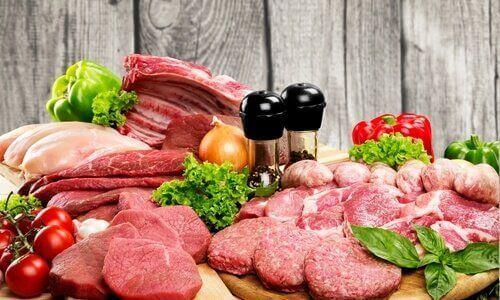 jedzenie powodujące zaparcia to na przykład czerwone mięso
