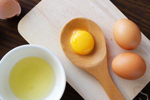 Jajka kurze żółtko białko na jedwabiste włosy
