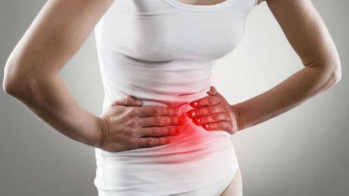 Kobieta silny ból brzucha nieżyt żołądka