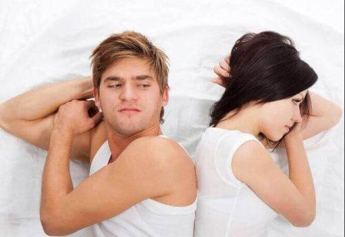 mentalność ofiary, Para w łóżku odwrócona od siebie