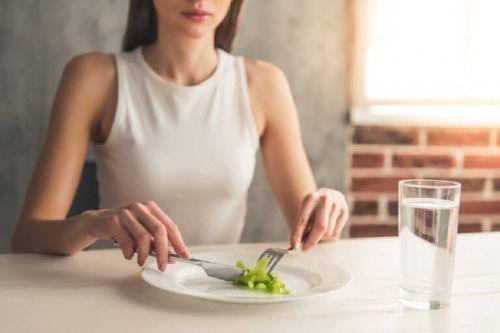 Kobieta je śniadanie