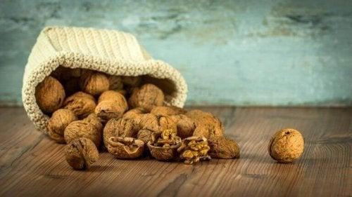 Orzechy włoskie, a korzyści dla żołądka