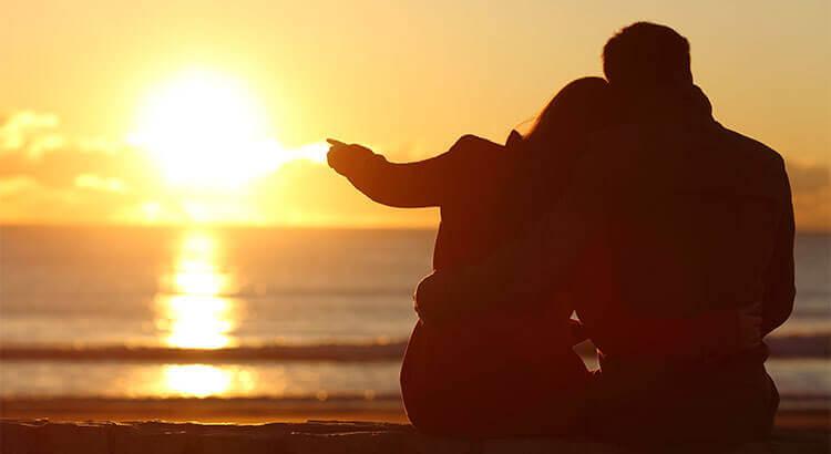 Para i zachód słońca