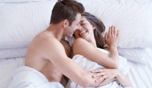Para w łóżku udany seks