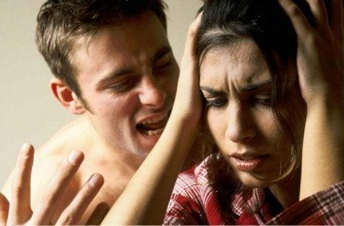 Stosowanie przemocy słownej