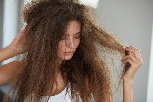 Puszące się włosy – 5 naturalnych maseczek