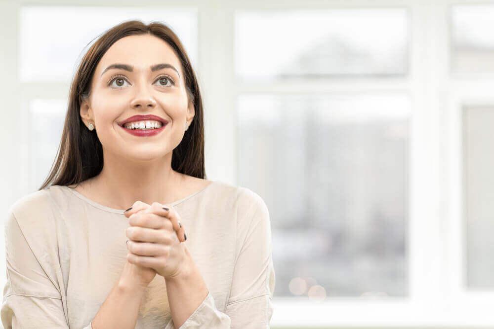 szczęśliwa kobieta a przyjaźń