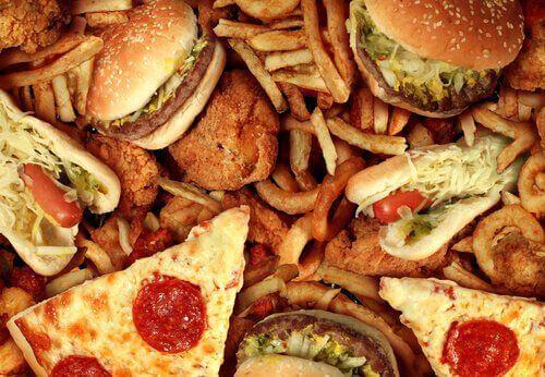 napady lęklu - niezdrowe jedzenie