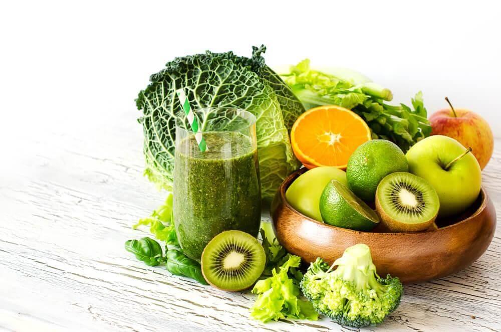 Zielony koktajl owoce warzywa