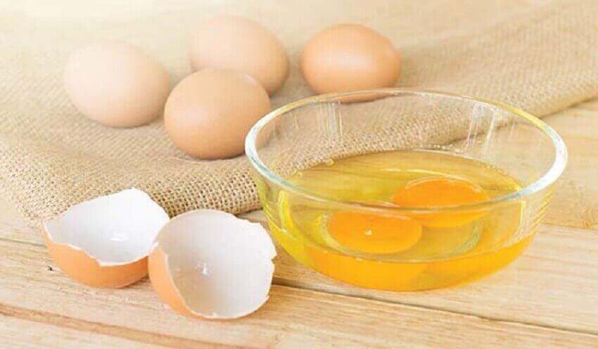 żółtka jaj maseczka na nawilżanie dłoni