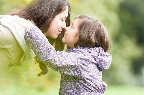 Przywiązanie córka z matką dzieciństwo