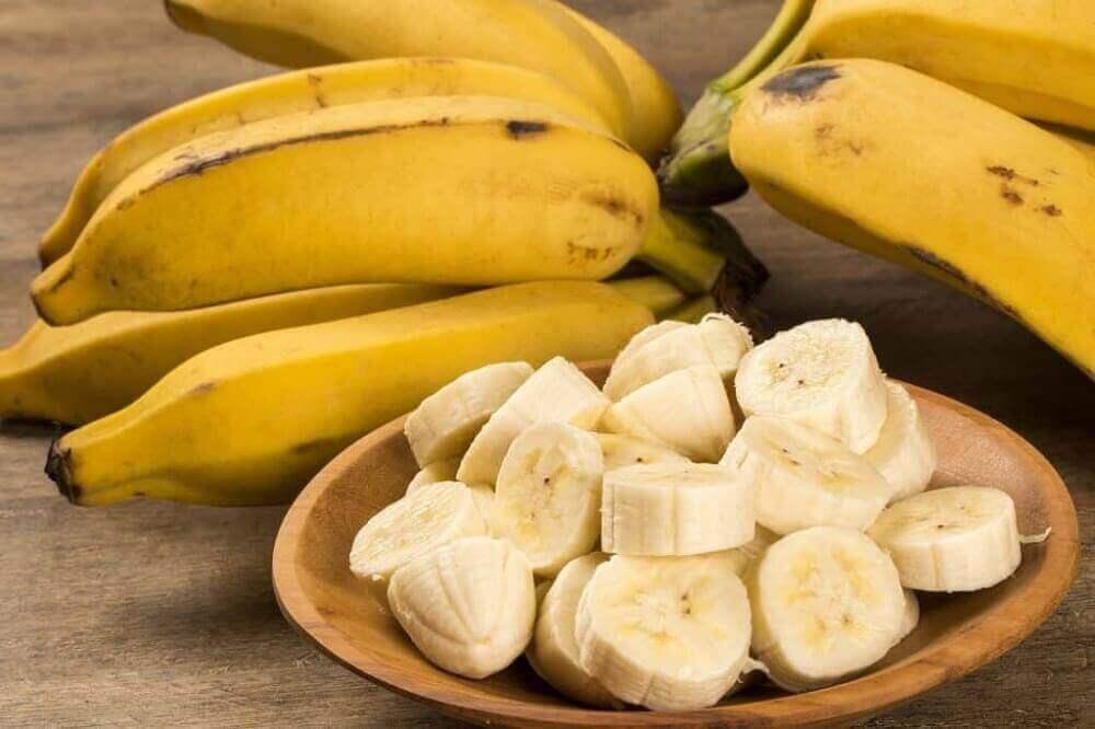 Świeże banany na blizny po trądziku