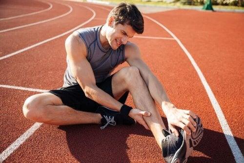 biegacz skurcz mięśni