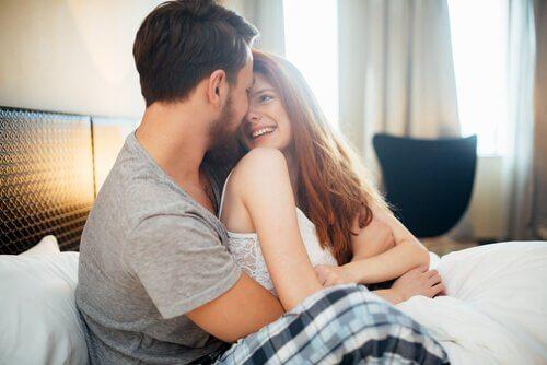 całująca się para gra wstępna seks