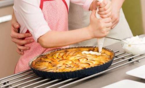 Ciasto jabłkowo-brzoskwiniowe – pyszny deser