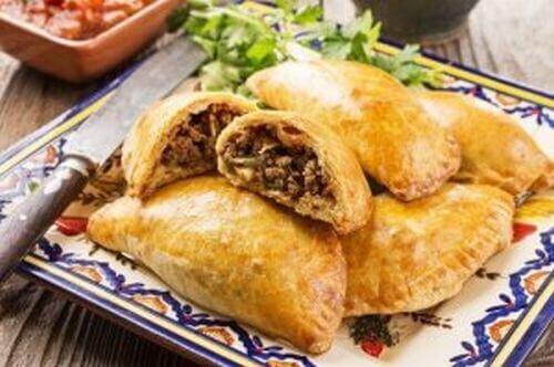 Domowa empanada z wołowiną lub kurczakiem