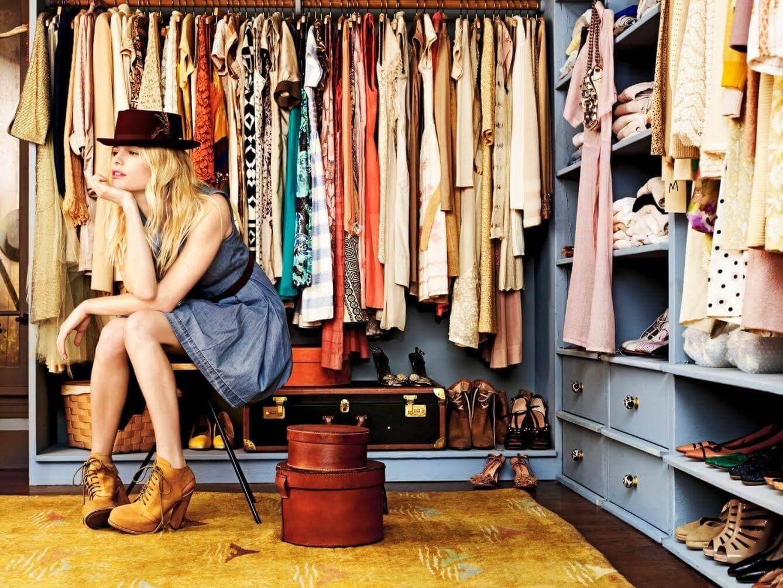 Dziewczyna w garderobie