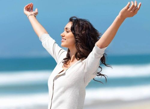 Kobieta pełna energi graviola dodaje siły