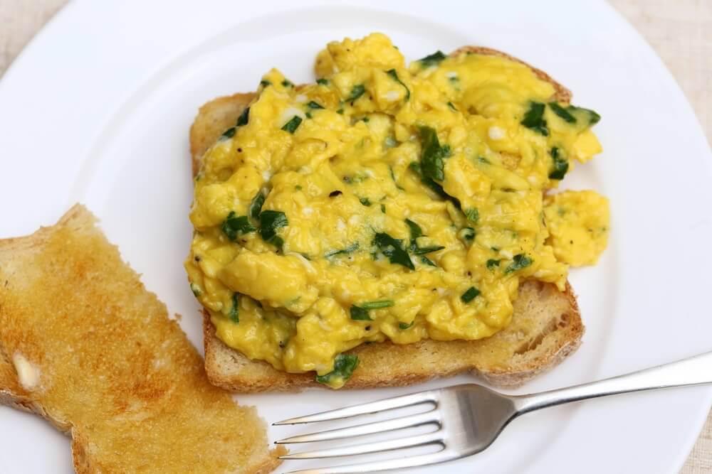 Jajecznica ze szpinakiem śniadanie dla cukrzyka