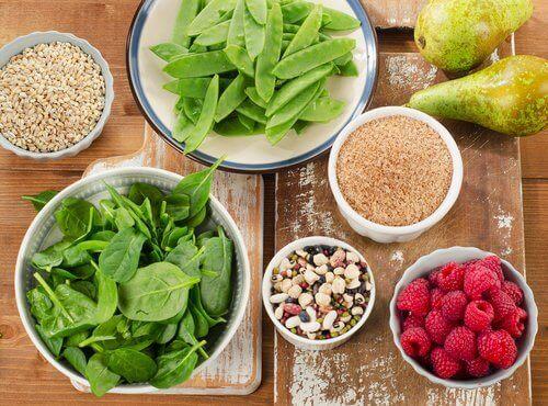 Produkty bogate w błonnik to idealny pomysł na jedzenie poprawiające nastrój.