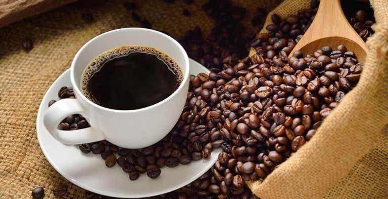 Kawa - jakie są zalety i wady jej picia?