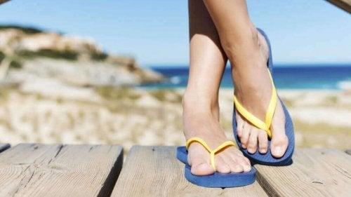 Klapki czyli Flip-Flops i problemy ze stopami