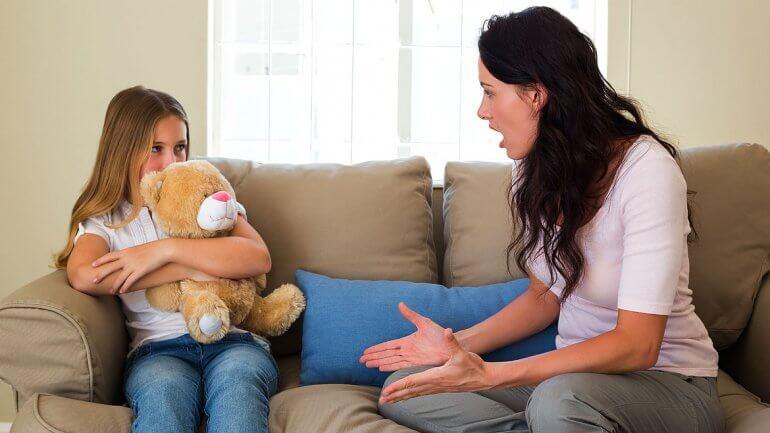 Matka dyskutuje z córką