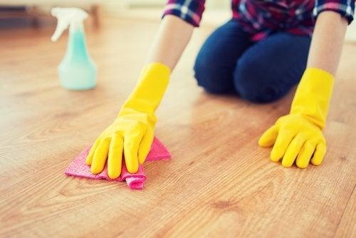 Mycie podłogi