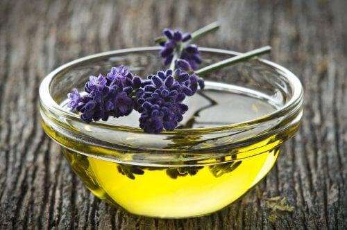 olej z lawendy a nadmierna potliwość pach
