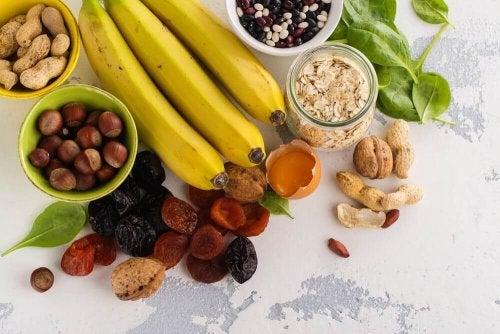 owoce i orzechy przydatne na skurcze mięśni